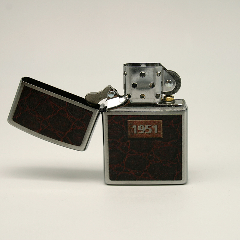 Zippo Feuerzeug Motiv 1951 mit Feuerzeugbenzin und Feuersteinen